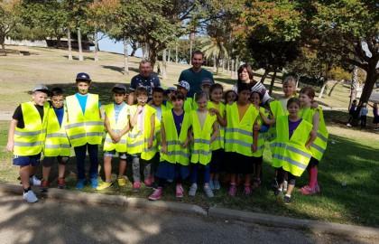 תלמידי כתות ג' וד' יצאו למבצע עיר נקיה בליווי ראש מנהלת הרובע לנקות את גבעת יונה