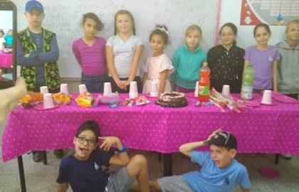מזל טוב לליזי מכיתה ד' ליום הולדתה עד מאה ועשרים כל הכיתה חגגה איתה !