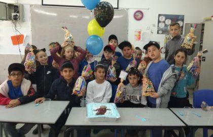 מזל טוב לאביתר ליום הולדתו ותודה על העוגה הטעימה והמרשימה