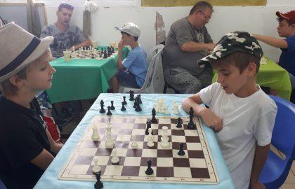 """צל""""ש להורים שעדין מאמינים בקשר קרוב עם הילדים, ההורים הוזמנו למשחק שחמט בביה""""ס"""