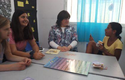 שעת הרפיה עם המורה שושי בליווי קלפים מרתקים .