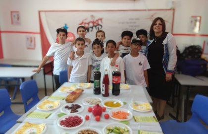 חגגנו בכיתה תיאור סעודת החג ראש השנה.