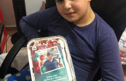 """יונתן היקר חגג יום הולדת .ביה""""ס משתתף בשמחה. תודה למורה חיה על הכנת העוגה עם התמונה."""