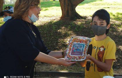מזל טוב לדניאל פרסיץ מכיתה ה'1 התאספנו בשטח פתוח לחגוג לדני  תודה למורה חיה על העוגה המושקעת.