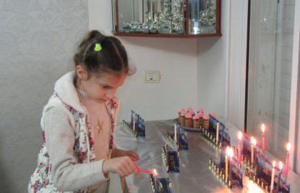 נרות של חג-חנוכה שמח בכיתה א'