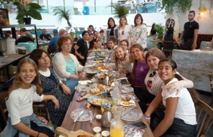 חגגנו סיום שנה במסעדה עם המחנכת והמנהלת, קשה לנו הפרידה !