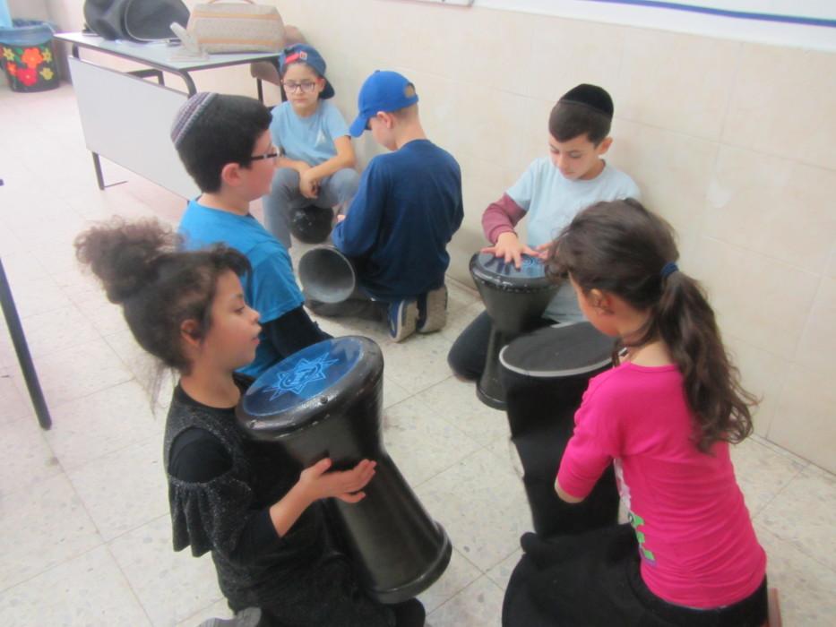 ילדי כיתה ג' למדו על שירת הים ויצאו בשירים ובמחולות