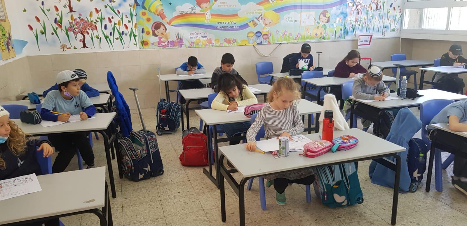 כיתה ב' המדהימה כותבת מבחני מחוננים בהצלחה רבה!